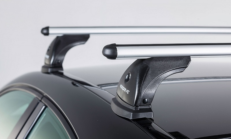 Dachgepäckträger für Autos sind in verschiedenen Ausführungen erhältlich