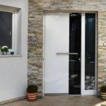 Fragen bei der Anschaffung einer neuen modernen Haustür